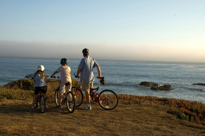 bikes-on-a-cliff-1439703-1279x850
