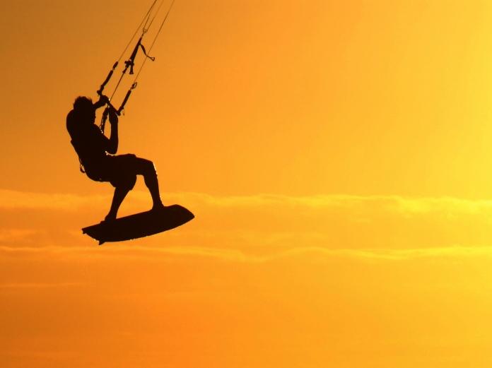 kite-surfer-silhouette-1341264-1278x958